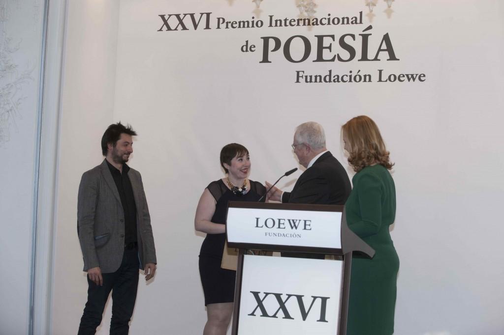 Los Premiados en el acto de entrega con Enrique y Sheila Loewe