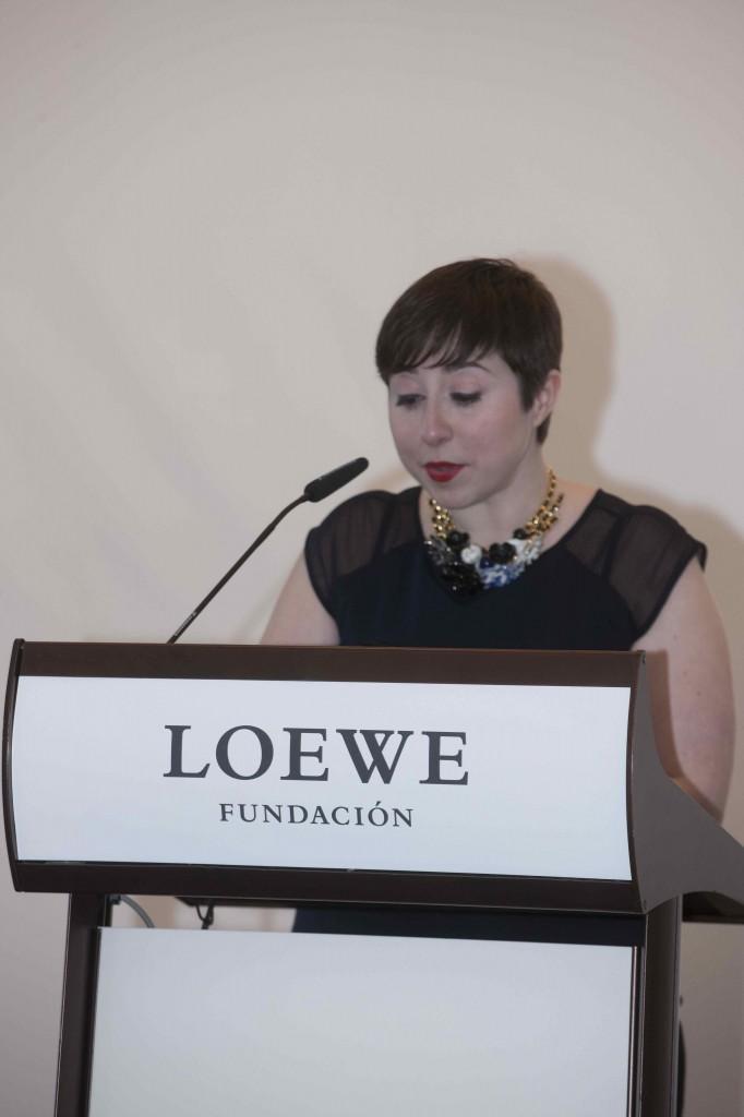 la ganadora Elena Medel, en la lectura de un poema